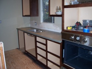 Sink/oven wall
